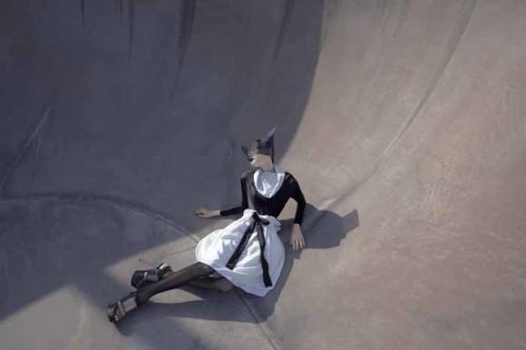 05 MaxTan AGAINST Campaign 580x386 Японский минимализм в одежде   кошечки от Max Tan