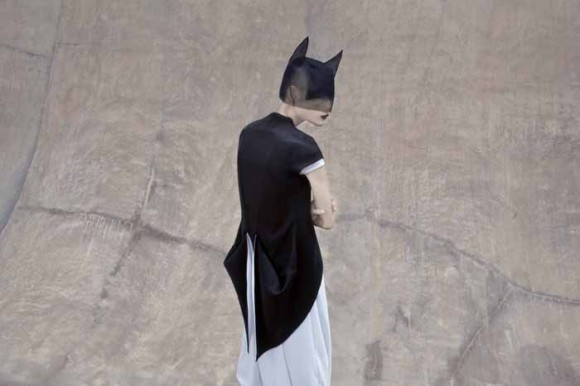 06 MaxTan AGAINST Campaign 580x386 Японский минимализм в одежде   кошечки от Max Tan