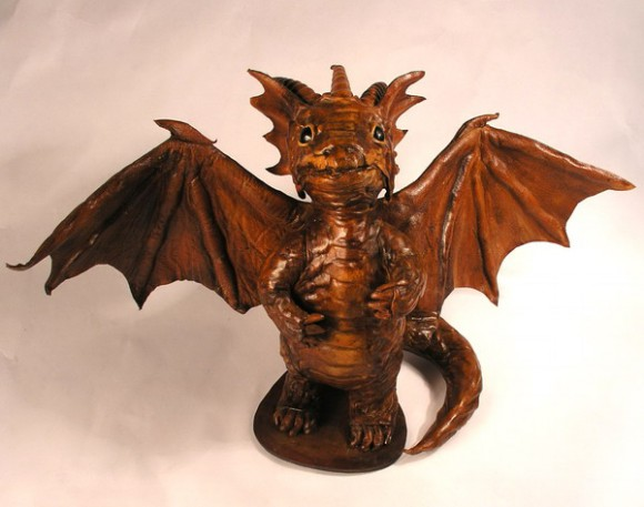 57959858 dragontoy1 580x457 Фильтрующий противогаз от Bob Basset на Хеллоуин