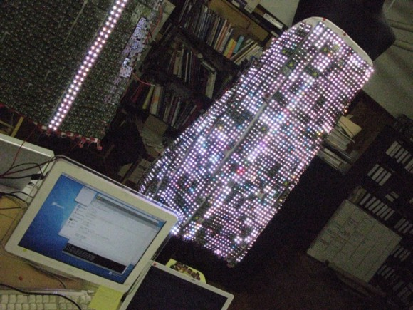 IMG 0946 580x435 Экстремальные платья от Hussein Chalayan