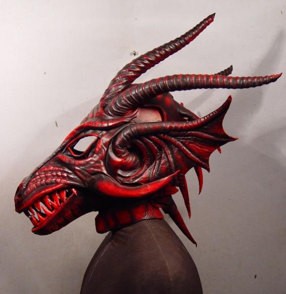 Red Dragon 5 580x595 Фильтрующий противогаз от Bob Basset на Хеллоуин