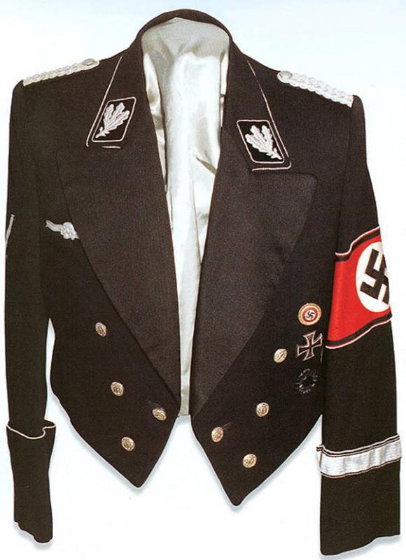 image070 580x801 Нацистский шик от Hugo Boss