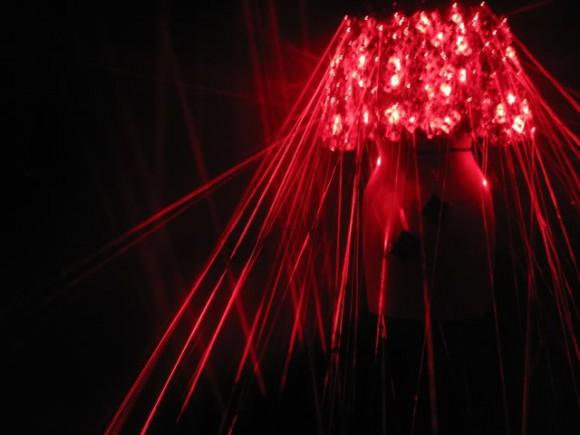 laser5 580x435 Экстремальные платья от Hussein Chalayan