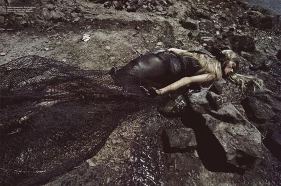 waterandoil3 580x384 Нефть и вода – Steven Meisel